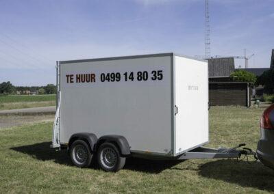 Dubbelasser aanhangwagen te huur bij Wilmsen en Zonen te Vosselaar, Beerse, Turnhout. Ook verhuur van kranen en andere zaken.